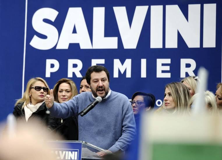 """Salvini: """"No a tavolo con chi protegge gli assassini e gli stupratori"""""""
